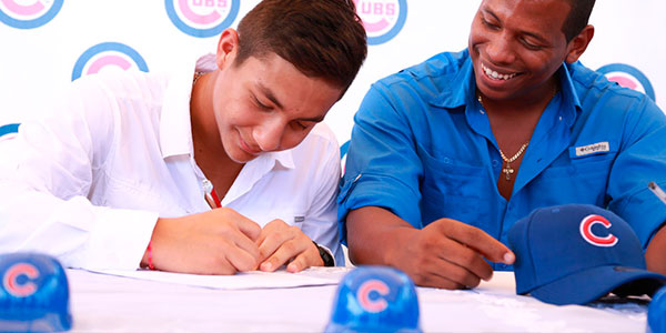 HE YOUNG MIGUEL AMAYA SIGNS WITH THE CHICAGO CUBS