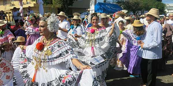 Desfile de las Mil Polleras, abarrota Las Tablas y la ocupación hotelera de todo Azuero