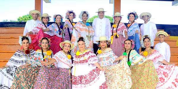 Promoción 1984 Manuel María Tejada Roca para el desfile de las Mil Polleras