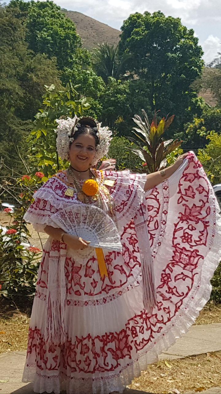 AIDA MARÍA DÍAZ DOMÍNGUEZ ABANDERADA DE LA TUNA DE LOS CALLEJONES 2018