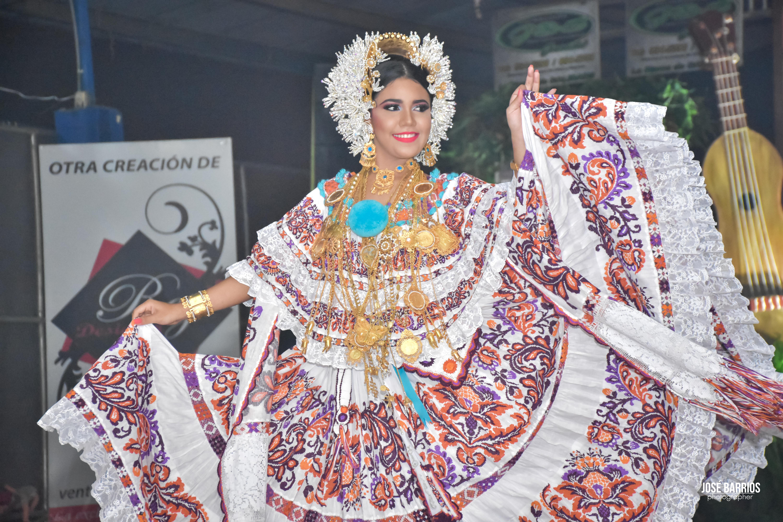 """SM ZARAY DIONELA CÓRDOBA LEVERONE REINA DEL FESTIVAL NACIONAL DE LA MEJORANA """"LA REINA DE LOS MORTEROS"""""""
