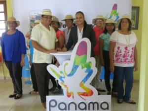 LA AUTORIDAD DE TURISMO DE PANAMA HACE ENTREGA EN CONCEPTO DE DONACION DOS VEHICULOS NISSAN FRONTIER A LA FUNDACION AMIGOS DE PEDASI
