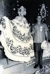 RECONOCIMEINTO A RUTH BETZAIDA DÍAZ VASQUEZ  POR SUS 50 AÑOS DE HABER SIDO REINA NACIONAL DE LA POLLERA